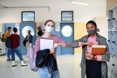 Schülerinnen mit MNS